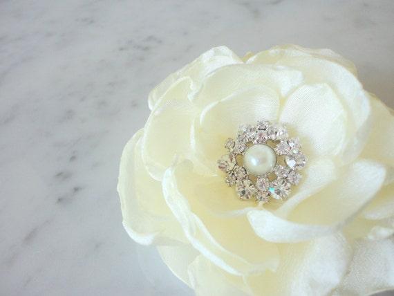 Ivory hair flower - Wedding hair flower - Hair accessories - Wedding hair comb - Ivory flower clip - Bridal accessories - Bridal head piece
