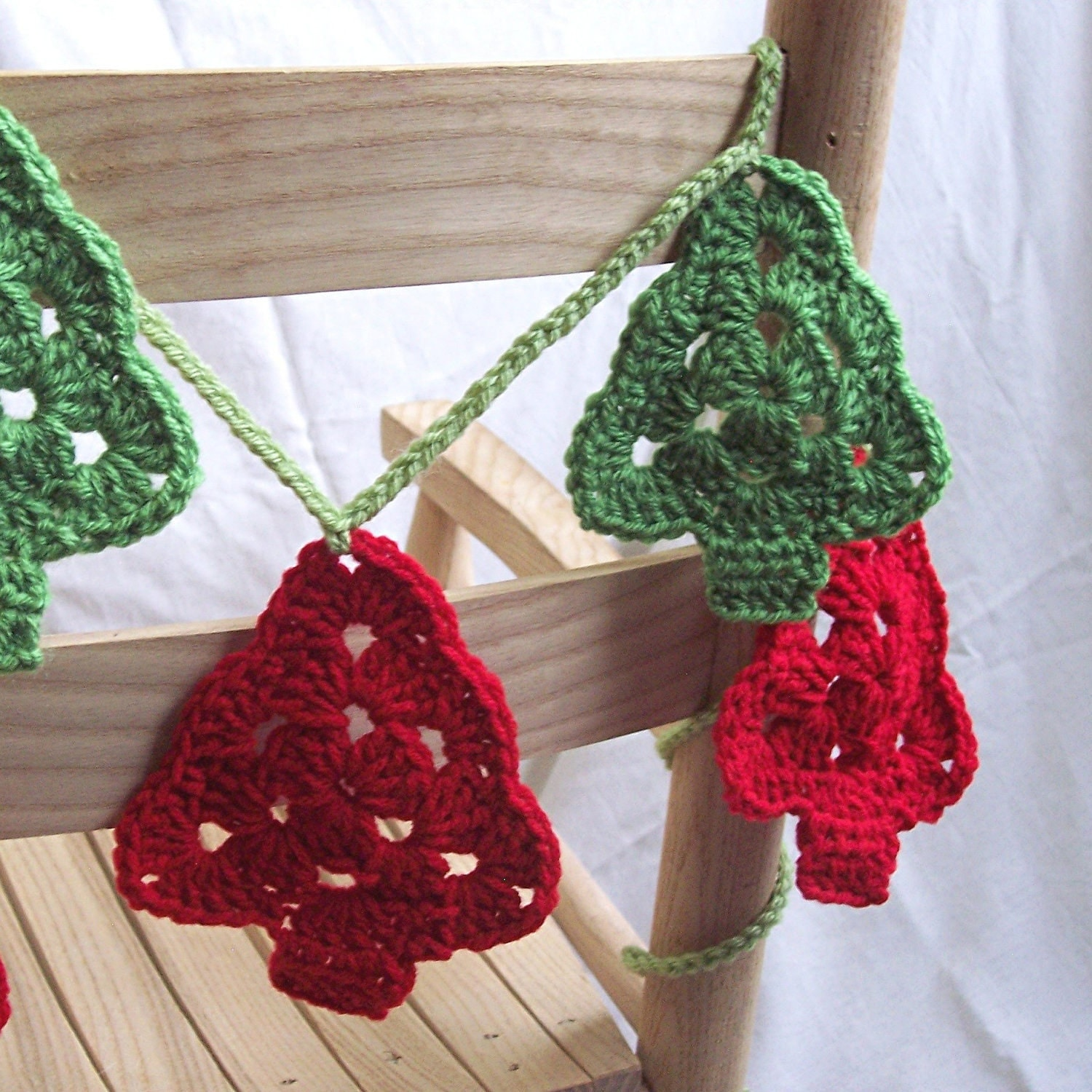 christmas trees crochet garland granny tree style bunting. Black Bedroom Furniture Sets. Home Design Ideas