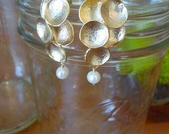 K U M I K O • organic pod and pearl earrings