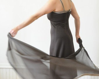 DRESS SALE Flutter Maxi Dress / Vintage Gown / Vintage Dress by New Mode Size Medium