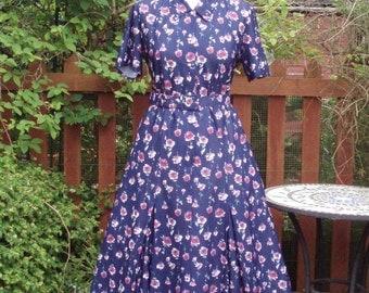 Vintage floral roses tea dress UK 10 US 6 Tea Day dress 1940s style c.1970s