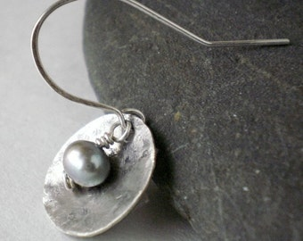 Small Pearl Earrings - Gray Pearl Earrings - Disc Earrings - Everyday Jewelry - Dainty Earrings - Freshwater Pearl Earrings