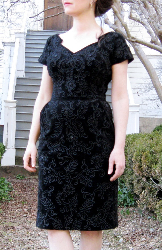 vintage 1950s dress / Black velvet Gorgeous 50s dress ornate Floral details with black beads