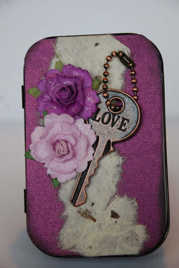 Altered Altoid Tin and Mini Scrapbook - Key to Love