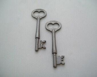 Vintage Metal Skeleton key with heart shape