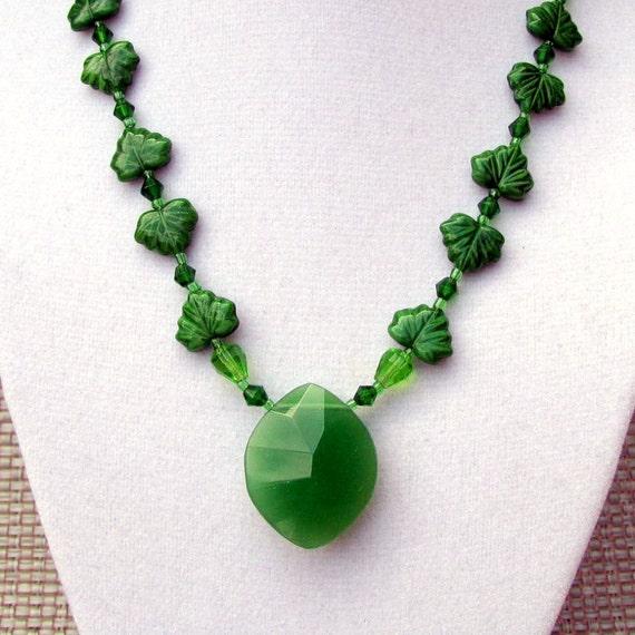 CZECH MOLDED Glass Spring GREEN Leafs StepInTime Design Choker Pendant Necklace