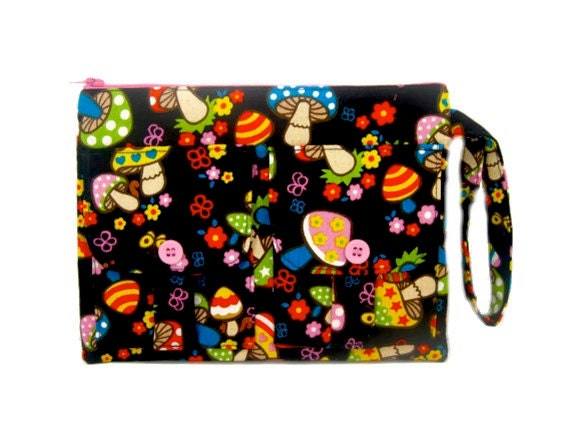 Black Mushrooms Wristlet Wallet, Black Groovy Mushroom Wristlet Purse, iPhone Wristlet, Zipper Wallet, Zipper Pouch, Dorothy Wristlet Wallet