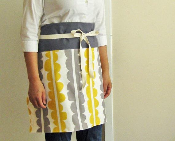 Yellow and gray modern scalloped pattern reversible apron