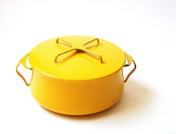 Dansk Kobenstyle Dutch Oven . yellow Enamelware . France IHQ . lidded pot . very nice interior