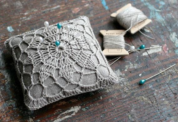 Linen pincushion by Namolio