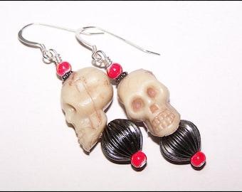 Red and black skull gothic beaded earrings - dangle earrings - drop earrings - Halloween