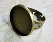 5 18mm antique brass plated bezel ring blanks with a cutout band, CO18