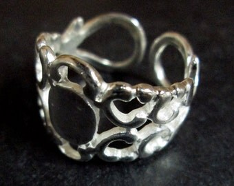 2 heavy duty filigree ring bases, silver plated with a 6x8mm glue on pad (lead and nickel free)