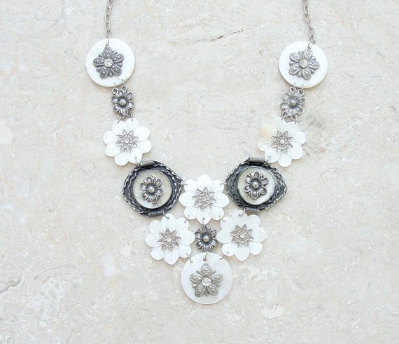 Mother of Pearl Daisy Necklace
