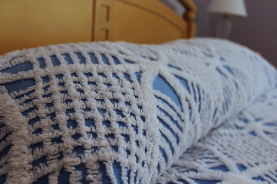 Vintage Chenille Bedspread - Blue and White Wedding Ring - Fluffy and Soft - Full or Queen - Cotton Blanket