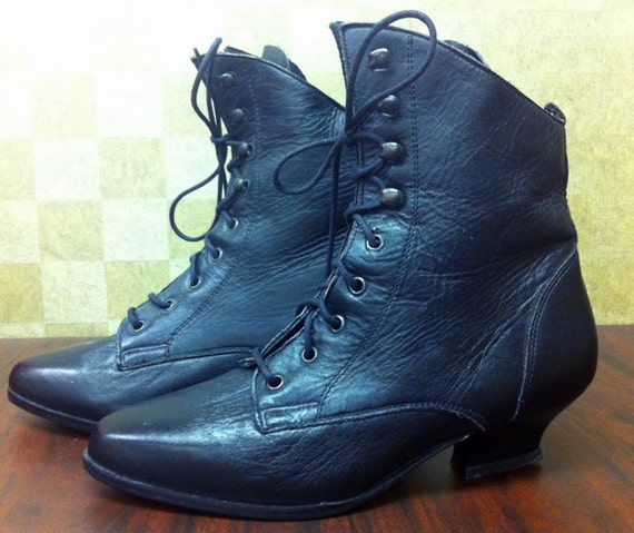 25 DOLLAR SALE Vintage FAYVA Black Leather Victorian Lace Up Ankle Boots Size 5 B