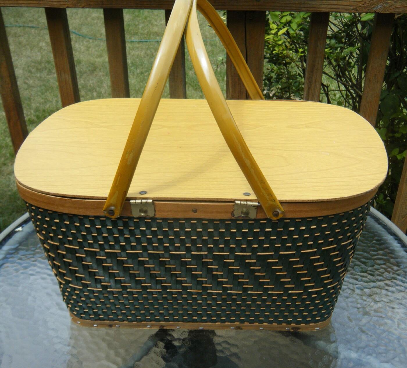Picnic Basket Spotlight : Vintage picnic basket green wicker woven