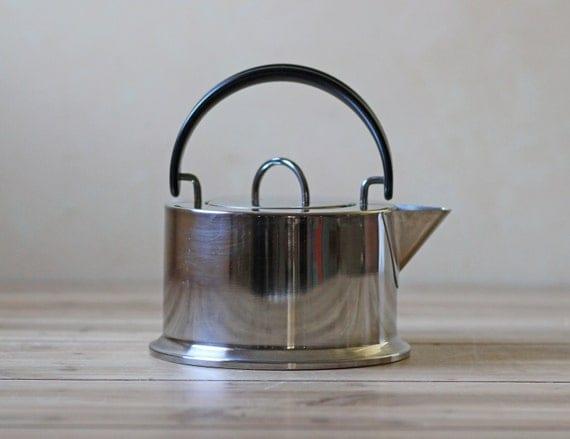 Bodum tea pot / tea kettle / C. Jorgensen