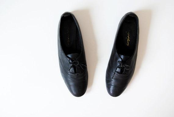 vintage LEATHER oxfords / 1980s flat black kace up jazz shoes