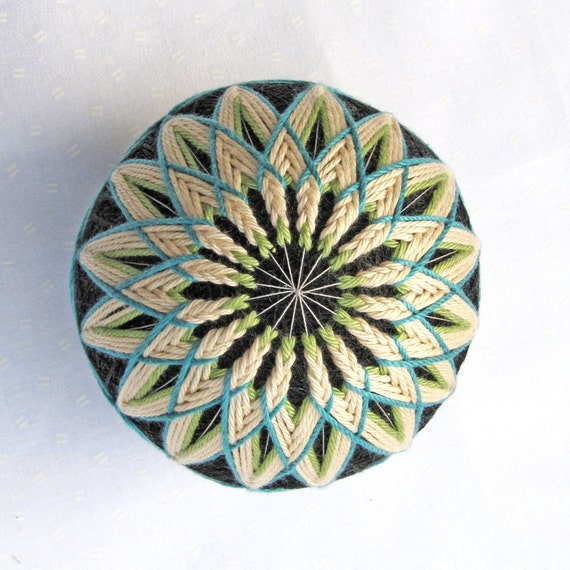 Temari Ball Japanese Thread Ball Ornament Collectible Temari Embroidery Wrapped in a Take-Out Box