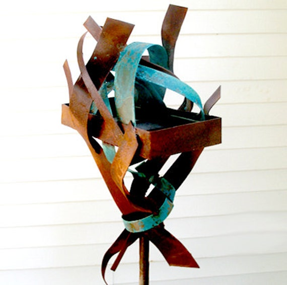 Sculptural Bird Feeder 254