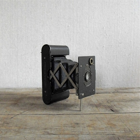 Antique Camera :  Kodak Folding Vest Pocket Camera