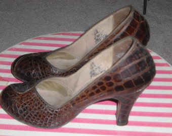 Vintage Alligator Pumps Late 1940s or early 50s Heels Shoes by Mademoiselle 9 inch inside length Dark Brown
