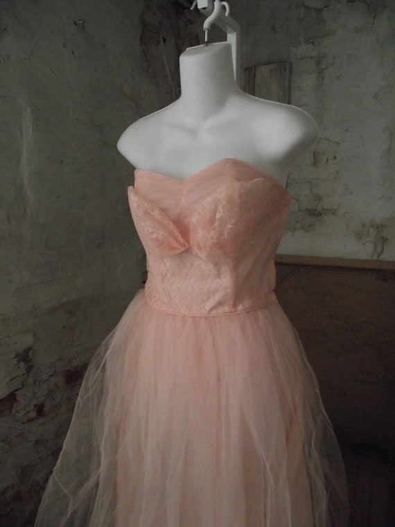 1950s Prom Dress Pink Tulle Strapless Dress Sweetheart  Bodice Bombshell Fit and Flare