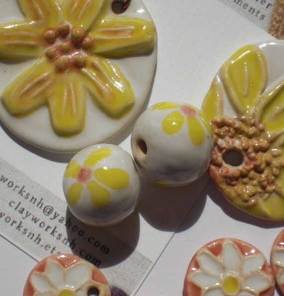 Porcelain Buttercup Daisy Bead Set