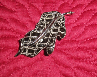Vintage Brooch, ULTRA signed, Twisted Leaf Shape, Black Enamel on Silver Tone metal from the 1970s with a traditional sophisticated design