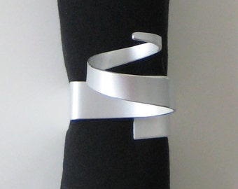 Curled Metal Square Napkin Ring