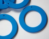 Large Vintage Blue Plastic Hoops Pendants (6) hps050D