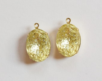 Vintage Jonquil Textured Stones in 1 Loop Brass Setting 18x13mm ovl003KK