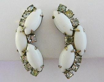 Vintage .. Earrings, Milk Glass White Clear Clipon 1950s vintage bride wedding bridal