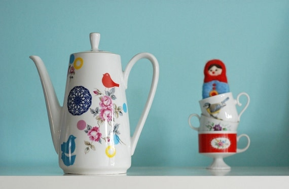 Large birds, roses and spirograph teapot