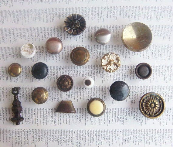 18 piece mixed lot vintage mostly metal knobs includes one pull plus bonus