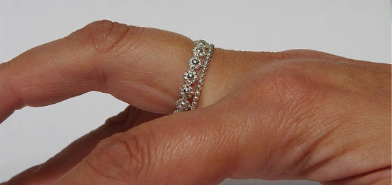 Sterling silver daisy chain stackable wedding rings & silver dotted band,  flower girl ring, stack ring daisy, engagement ring daisy
