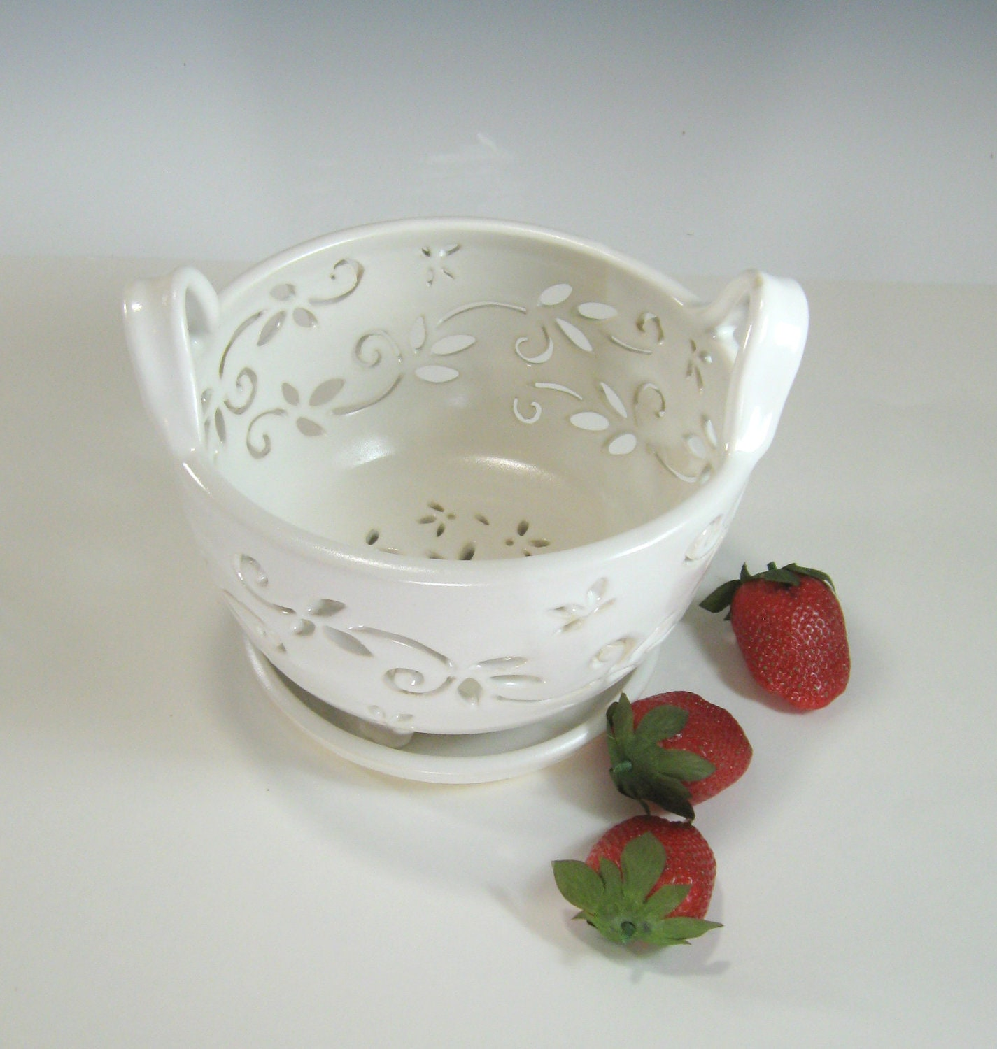 Ceramic fruit bowl berry bowl colander with coaster dish for Clay pottery designs