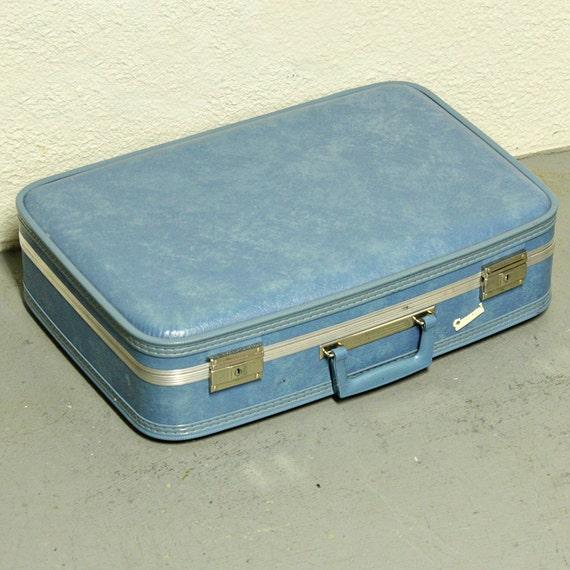 Vintage suitcase - light blue - luggage - Carousel - medium size