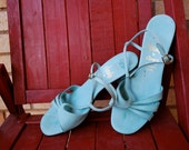 Beautiful Powder Blue vintage 60s sandals with low heel size 6