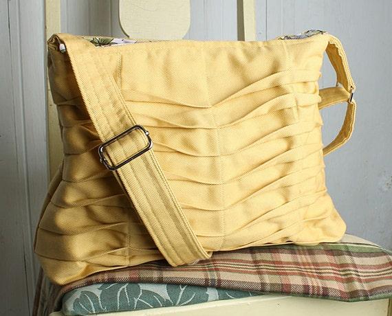 Handbag Purse Everyday Bag in Creamy Yellow Chevron Pleats
