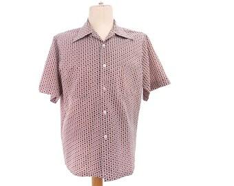 Vintage Shirt 70s Pointy Collar Short Sleeve Chest Pocket Red Burgundy Medallion Print size Medium Vintage Mens Clothing