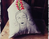Emma, Linen pillow in the shape of a house