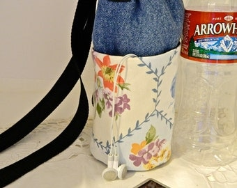 Water Bottle Carrier Insulated with pockets in Country Cottage