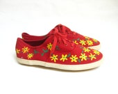SALE.....Vintage Flowered Lace Up Canvas Sneakers. Size 6
