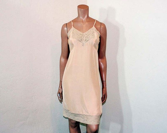 1930s slip / Second Skin Vintage 30's Peach Rayon and Lace Slip by Mary Barron