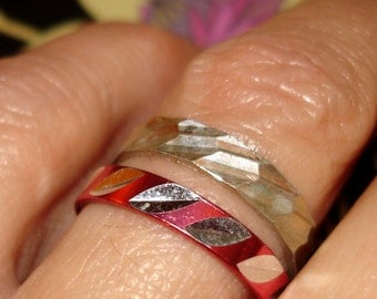 SALE vintage set of fuchsia pink and silver etched rings