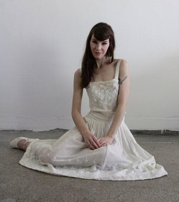 Edwardian style Gown . Antique Dress . Cotton . Vintage Bridal Attire Mid Century