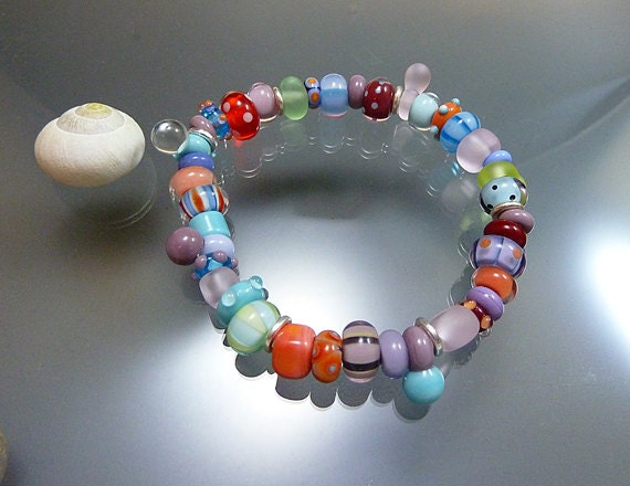 Melanie Moertel Lampwork Beads - Elastic bracelet with handmade glass beads and sterling silver, coral, pink, purple, turquoise and red
