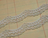 """White Scalloped Lace - Cottage Chic Sewing Trim - 1/2"""" - 5 Yards"""